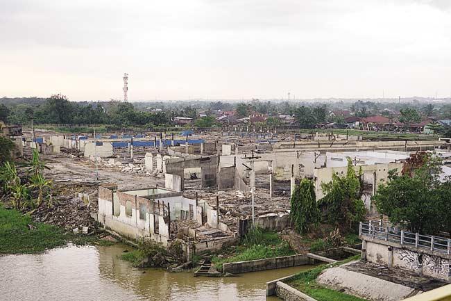 Pabrik Karet Habis Dijarah