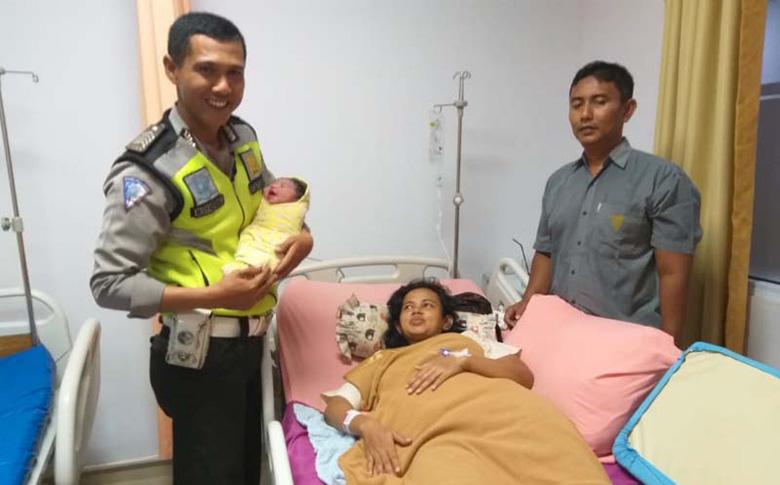 Kisah Penyelamatan Ibu Melahirkan saat Terjebak Macet di Simpang SKA
