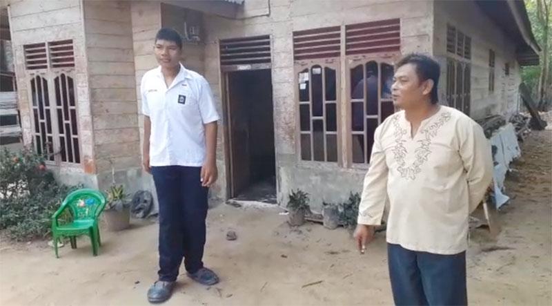 Tinggi Dua Meter Lebih, Siswa SMA Rohil  Terpaksa Jebol Pintu Kamar