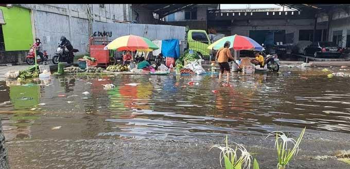 Banjir Rob Genangi Pemukiman dan Jalan Protokol