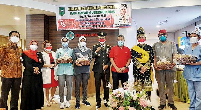 RS Awal Bros Sudirman Terima Paket Buah Segar untuk Nakes dari Gubri
