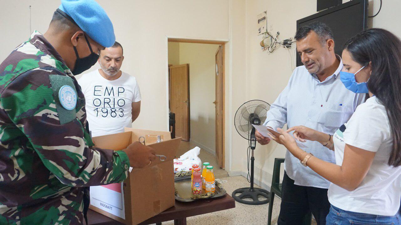 Satgas Yon Mekanis TNI Konga XXIII-N/UNIFIL Salurkan Bantuan Obat dan APD ke Lebanon