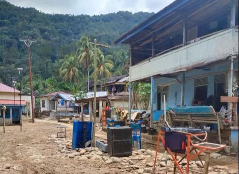 Warga Ludai Mulai Bersihkan Material Pasca Banjir Bandang