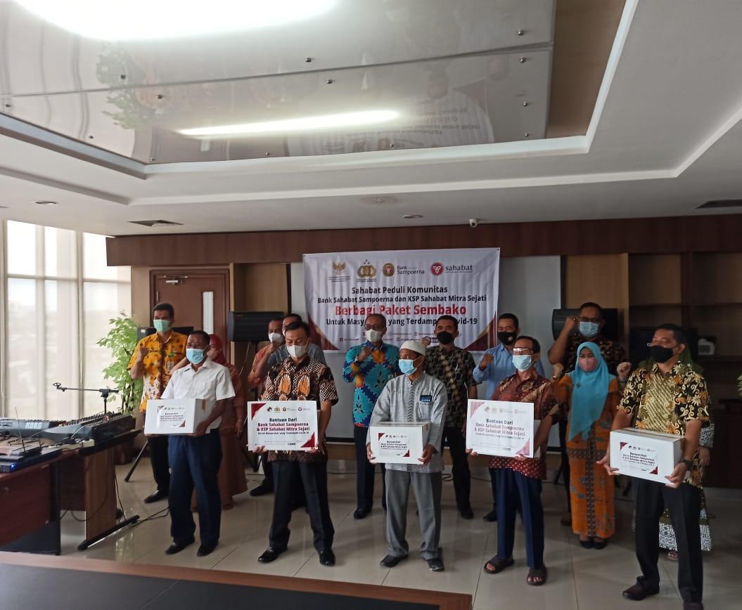 Bank Sampoerna Bersinergi dengan KSP SMS Berbagi Paket Sembako