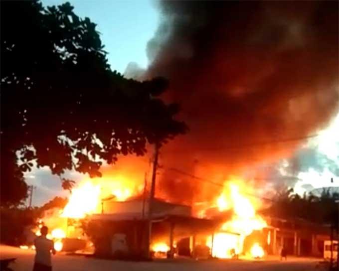 Jelang Berbuka Puasa, 4 Rumah dan 2 Ruko Ludes Terbakar di Kuansing