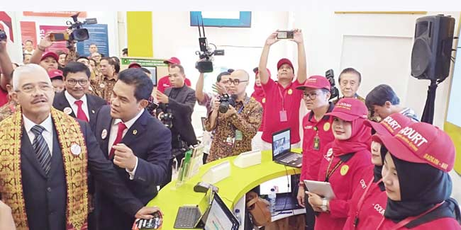 Ketua MA Apresiasi Stan PN Pekanbaru