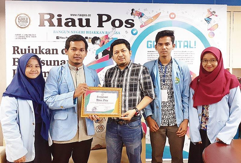 Himapentika Unri Belajar Jurnalistik ke Riau Pos