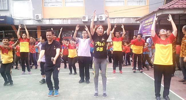 Andrie Wongso Senam dan Beri Motivasi di Witama School