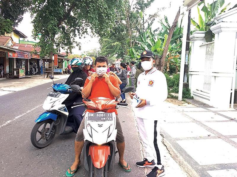 Gerindra Bagi Masker Gratis untuk Warga