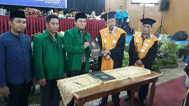 800 Lulusan Diserahkan ke IKA UIN Suska Riau