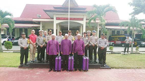 Tiga Personel Polres Dapat Hadiah Umrah