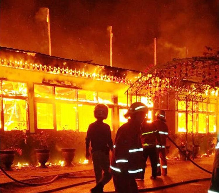 SMP Negeri 7 Jalan Lokomotif Pekanbaru Ludes Dilalap Api