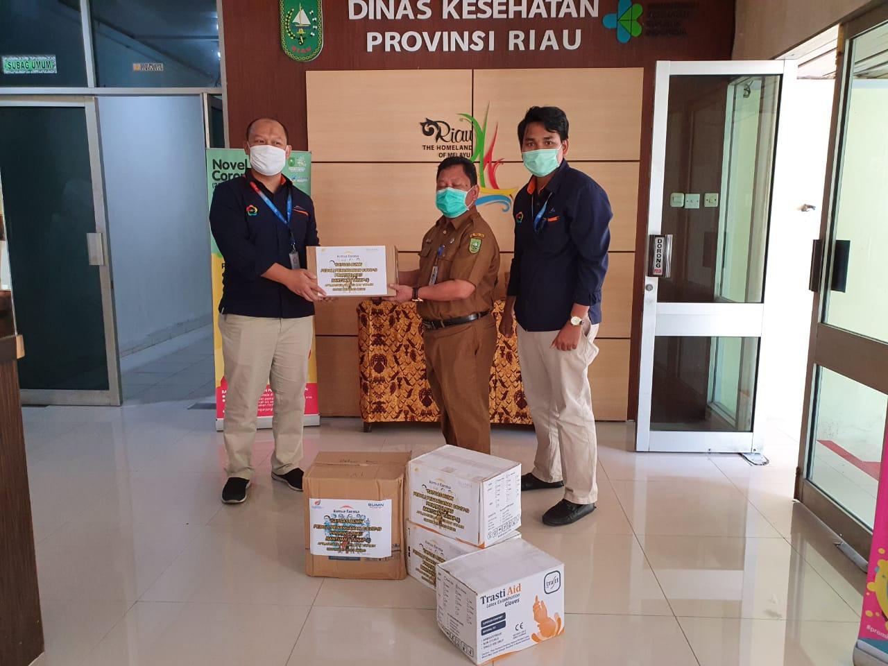 BantuTenaga Medis, Apotek Kimia Farma Pekanbaru Salurkan APD dan Masker ke Dinas Kesehatan Riau