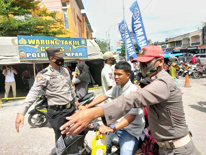Razia Prokes, Pelanggar Kembali Disidang di Tempat