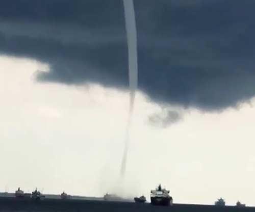 Angin Puting Beliung Muncul di Laut Dumai