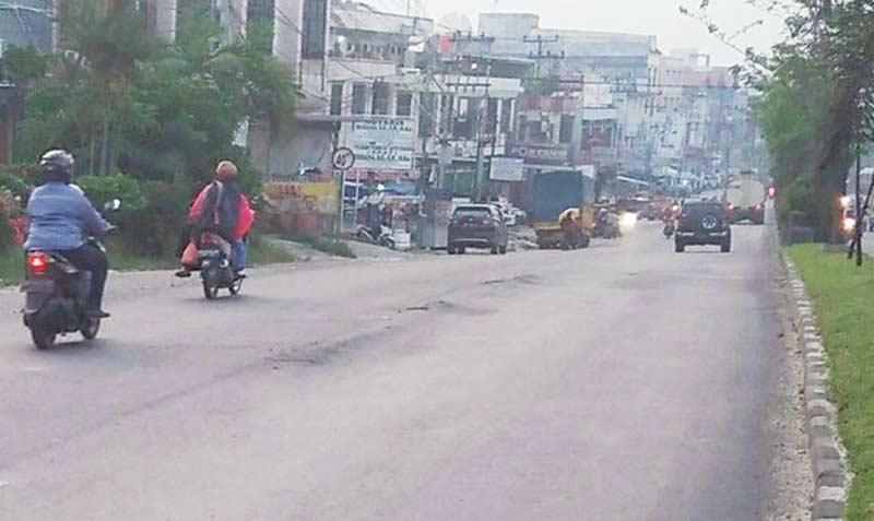 Belum Lama Diaspal Ulang, Jalan Hang Tuah Mulai Rusak