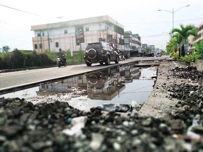 Perbaikan Jalan Hasanudin Terbengkalai