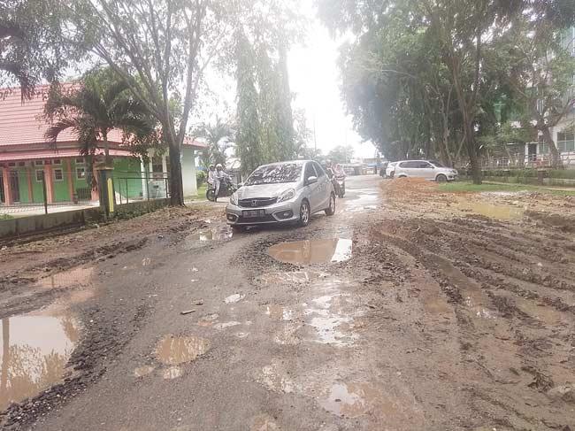 Jalan Tanjung Jati seperti Kubangan Lumpur