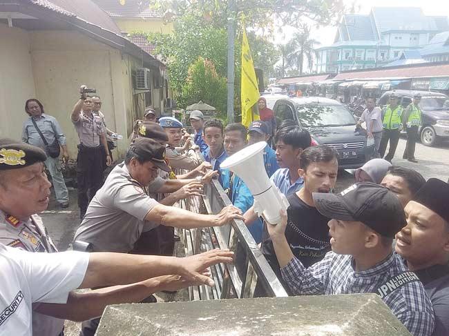 Mahasiswa Demo Kadisdikbud