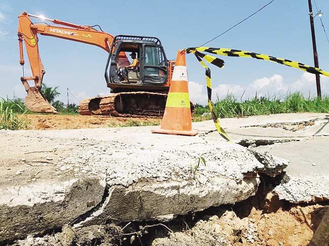 Diduga Rusak Aliran Sungai dan Fasilitas Umum Pembangunan Pipa Gas
