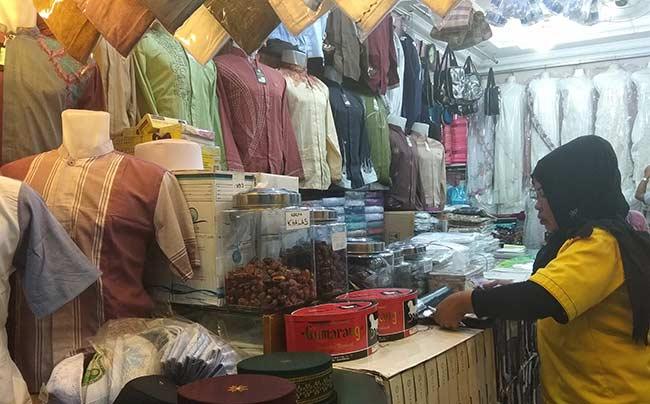 Omzet Pedagang Pakaian Muslim Naik