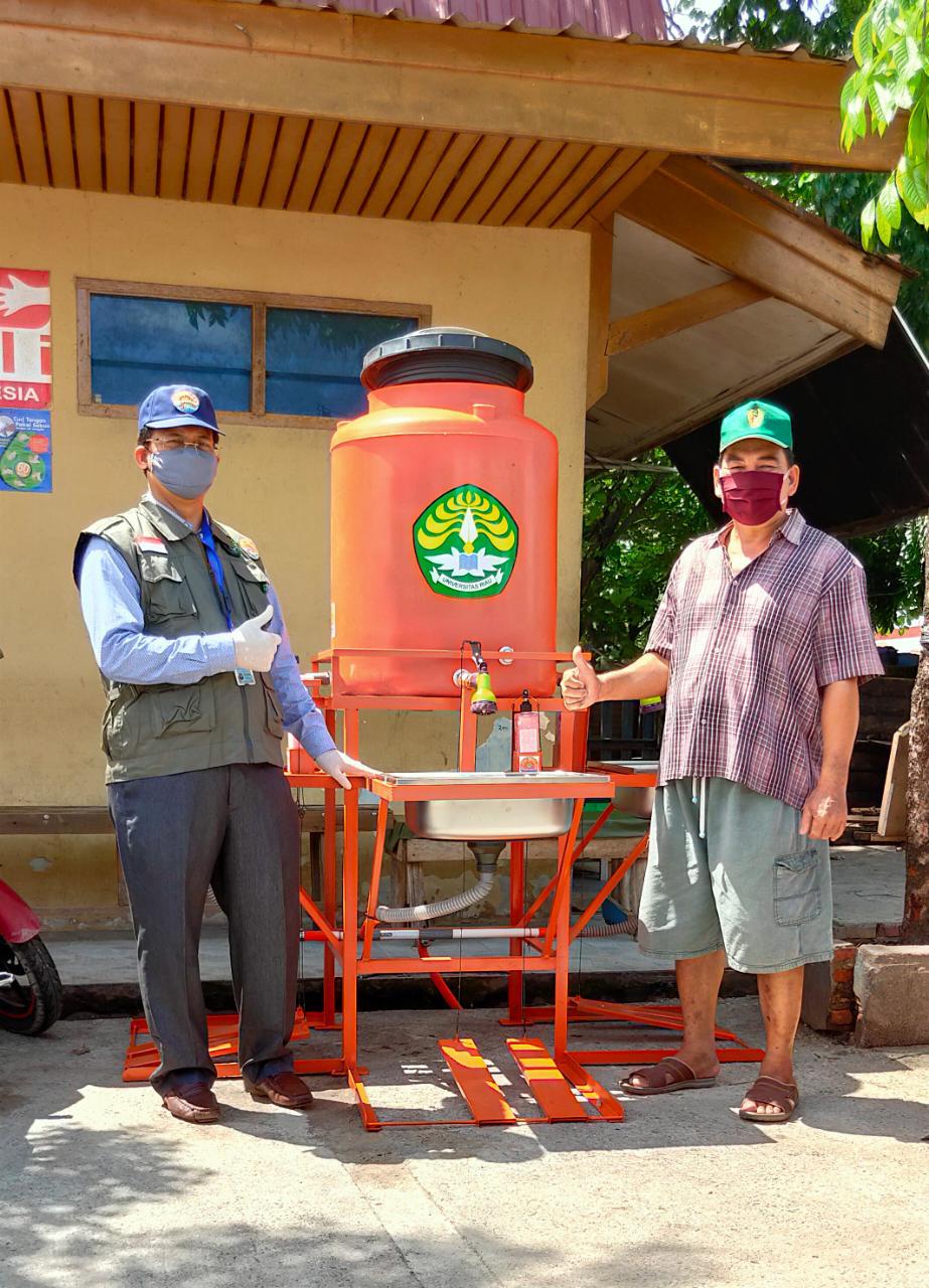 Unri Sebar Handwasher Station dan Masker Kain di Dua Pasar Tradisional