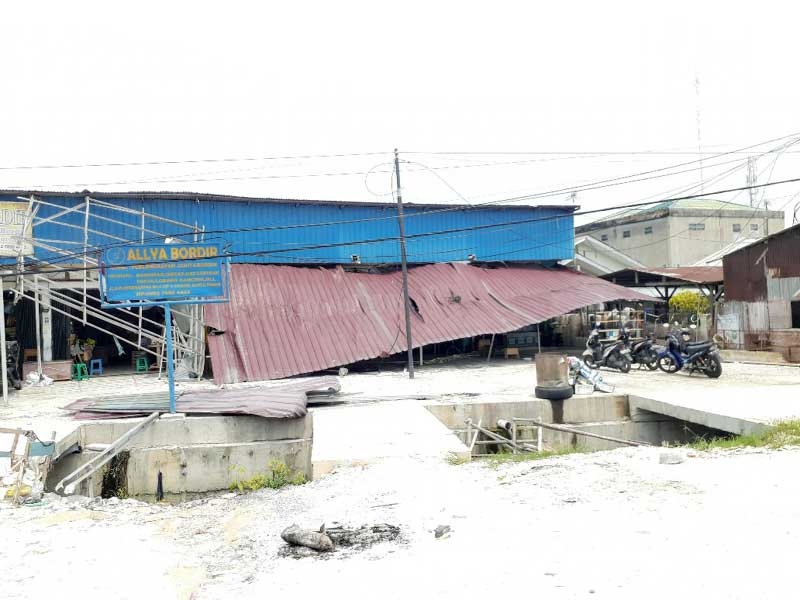 Puluhan Rumah Dihantam Puting Beliung di Pekanbaru