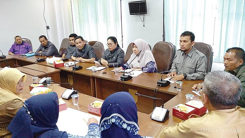 Belasan Guru Mengadu ke DPRD