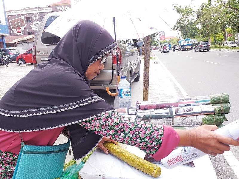 Kisah Yusniati, Pedagang Lemang Pinggir Jalan
