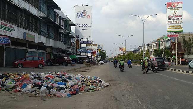 Sabtu dan Ahad Sampah Menumpuk di Mana-mana