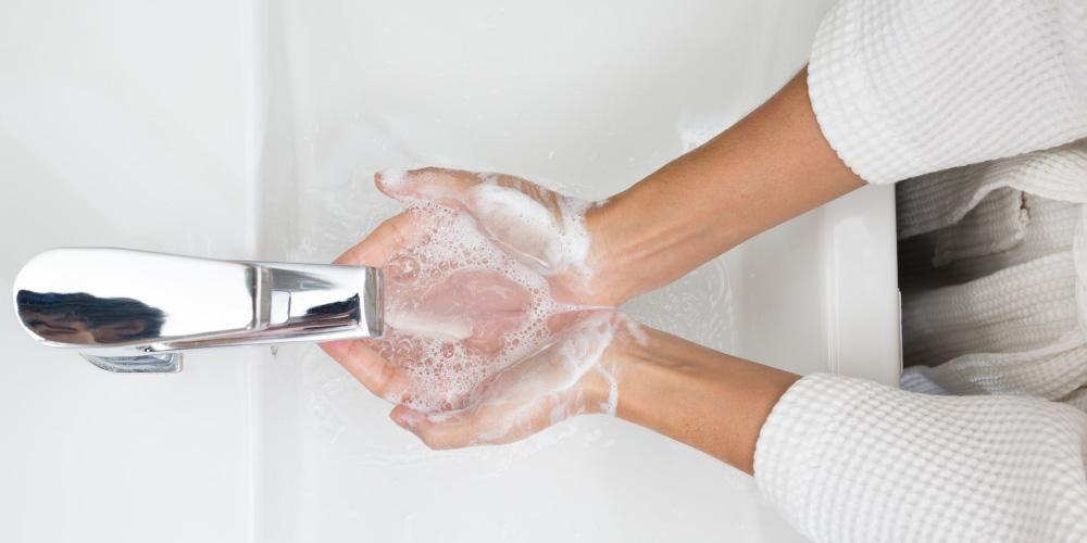 Efektivitas Antiseptik dan Hand Sanitizer untuk Bunuh Virus