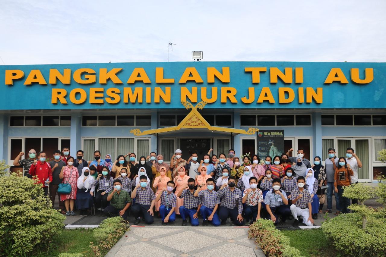 18 Casis SMA Pradita Dirgantara Riau Dilepas Ketua Yasarini Lanud Rsn