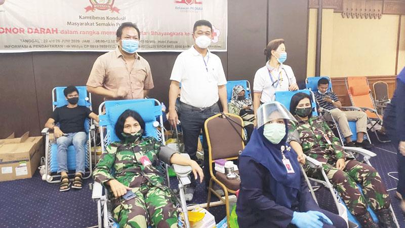 Polda Riau dan Relawan Covid-19 Kumpulkan 603 Kantong Darah