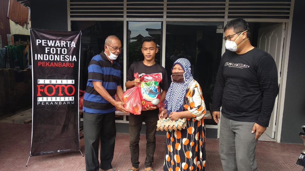 PFI dan Minamas Plantation Bagikan Sembako untuk Masyarakat Pekanbaru