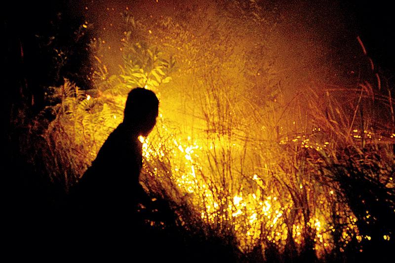 Kebakaran Lahan, Petugas Dua Jam Berjibaku Padamkan Api