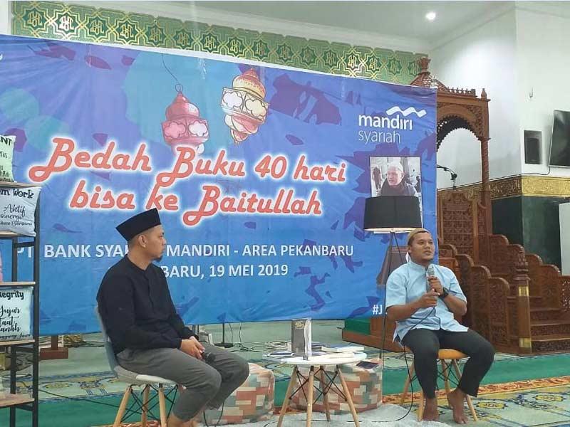Bank Syariah Mandiri Bedah Buku 40 Hari Bisa ke Baitullah