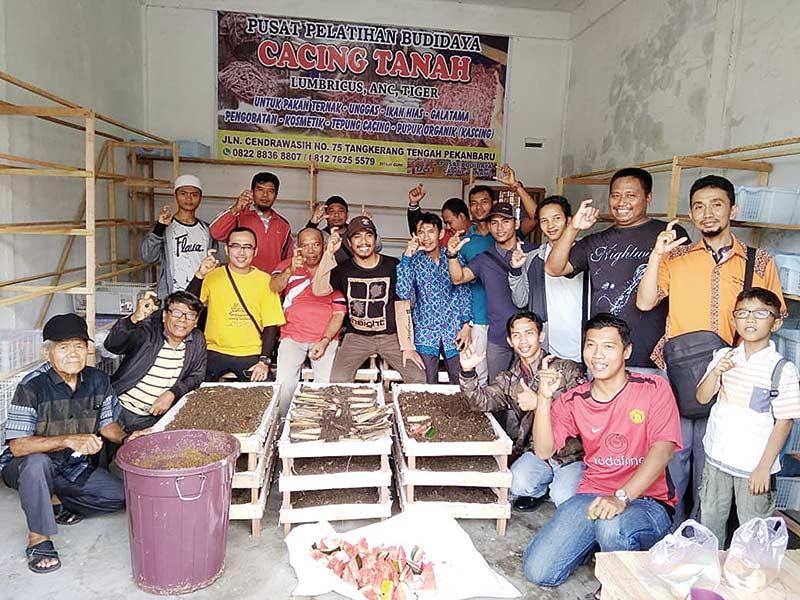 UCI Riau Ajak Masyarakat Budi daya Cacing