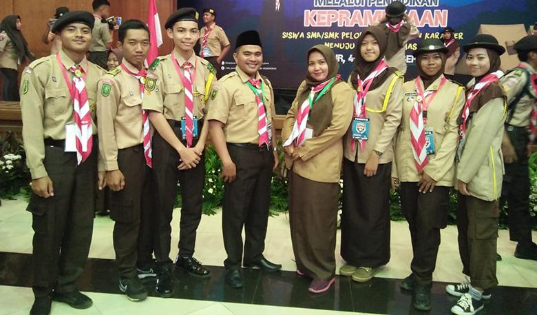 Guru SMAN 13 Wakili Riau pada Kemah Penguatan Karakter