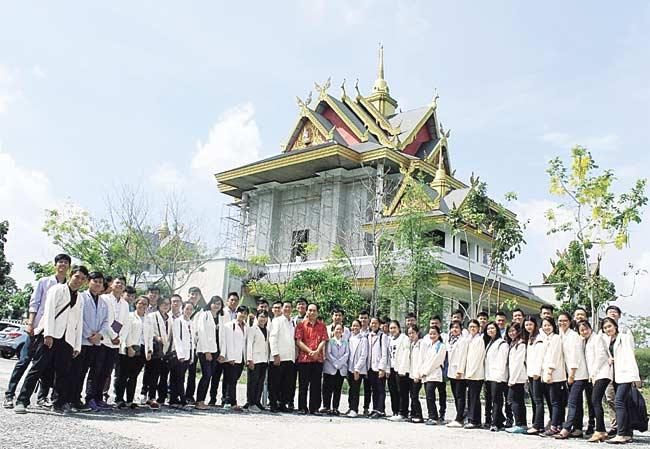 Mahasiswa Pelita Indonesia  Kunjungi Tempat Ibadah Buddhis