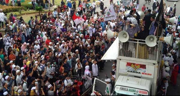 Massa Aksi Super Damai PA 212 Duduki Ruas Jalan Medan Merdeka Barat