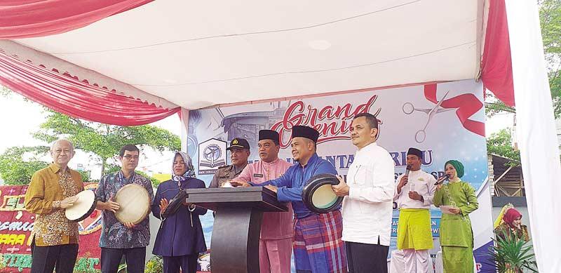 SMK Dirgantara Riau, Satu- satunya dengan Simulator Pilot