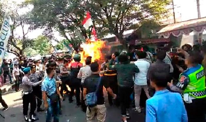 Polisi yang Terbakar saat Amankan Demo Cianjur Meninggal Dunia