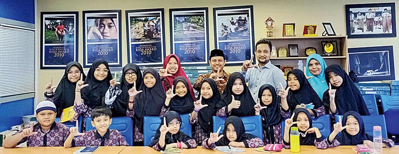 Tim Mading MIN 1 Belajar Penulisan Berita di Riau Pos
