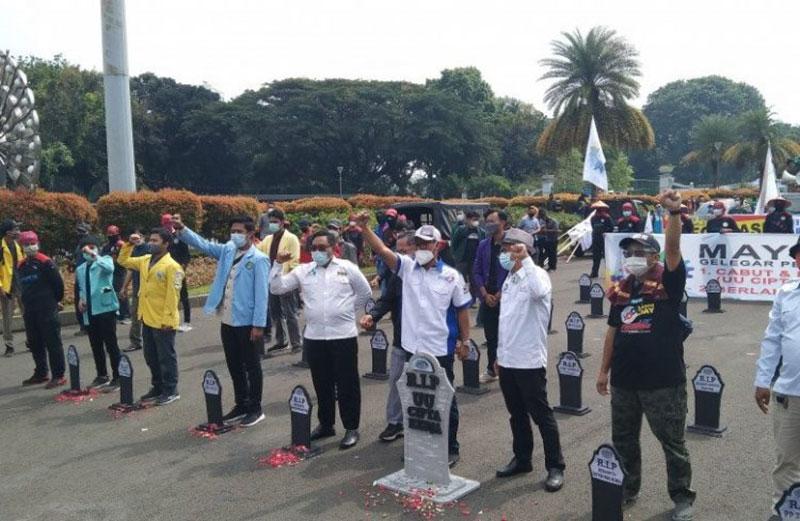 Buruh Datangi MK Sampaikan Petisi Tolak Omnibus Law