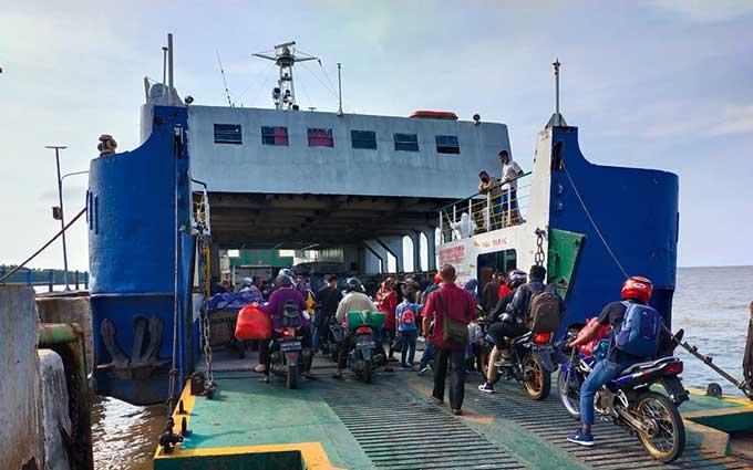 Akhir Pekan, Terjadi Antrean Kendaraan di Penyeberangan Roro Bengkalis