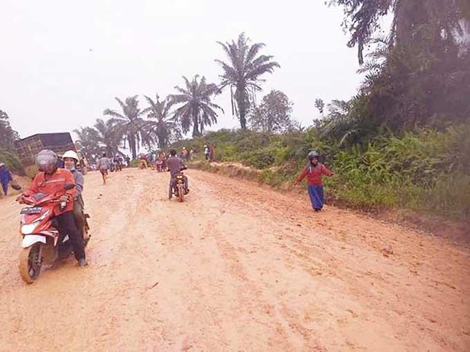Masyarakat Desa Bukit Gajah Dambakan Semenisasi Jalan