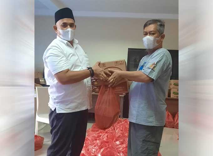 PWI Riau Bagikan 500 Bingkisan Idulfitri ke Anggota