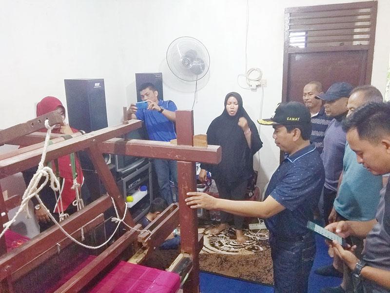 Lestarikan Tenun Khas Riau