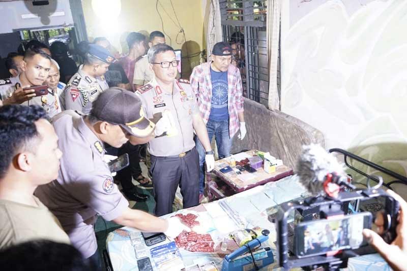 Penggerebekan Home Industry Narkoba di Pekanbaru, Dua Tersangka Diamankan