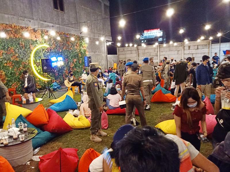 Berkerumun di Pusat Kuliner Nadayu Pekanbaru, Pengunjung Dibubarkan Paksa